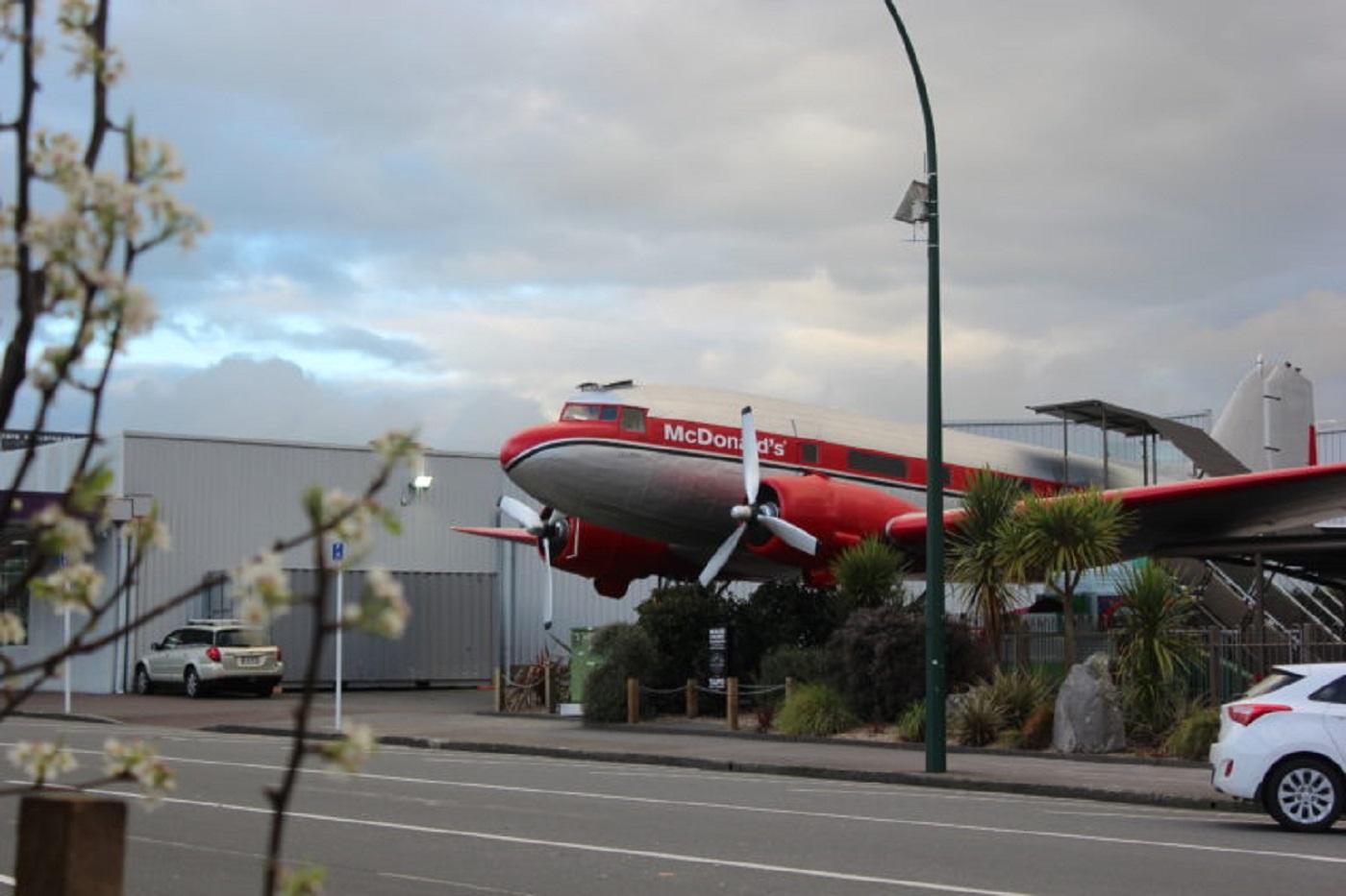 Mc Donald's no avião, em Taupo (Foto: Tati Sisti)