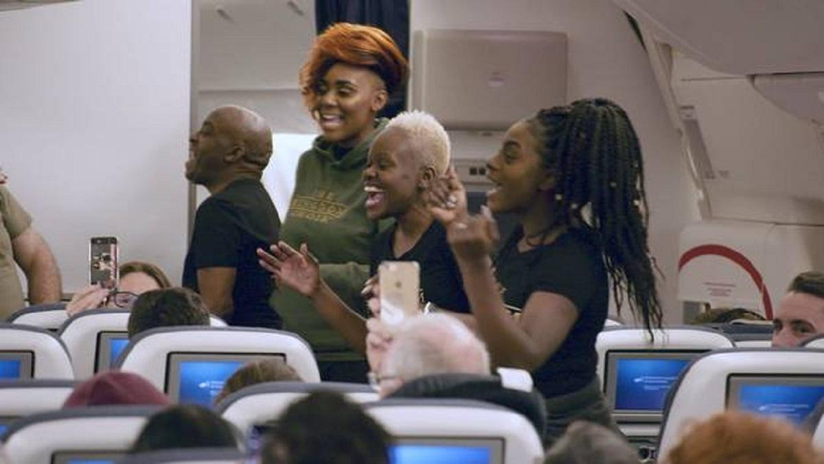 Coro gospel surpreende passageiros do voo (Foto: Reprodução)