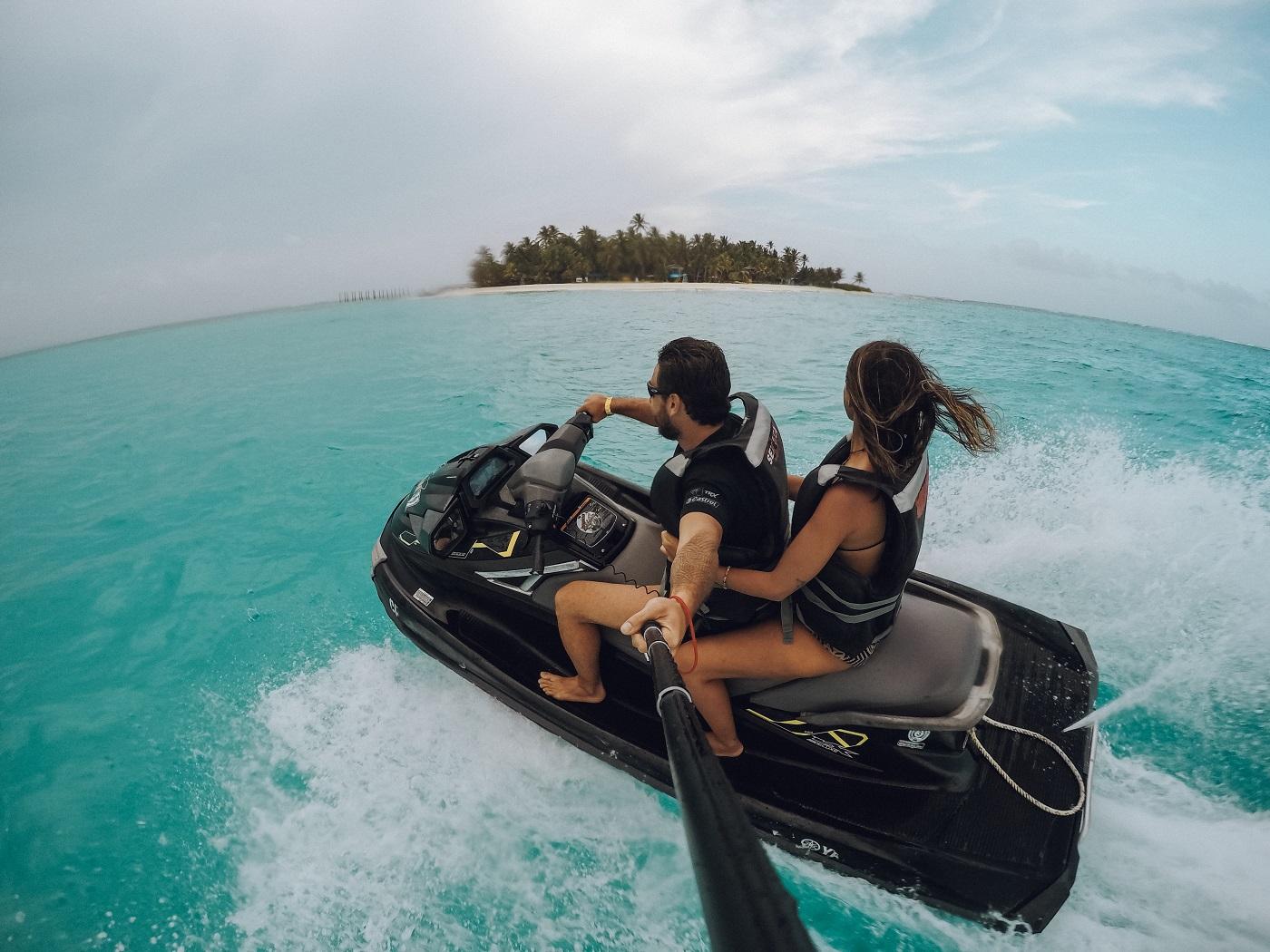 Alugamos um jet ski e chegamos bem perto de uma pequena ilha (Foto: Gabriel Bester)
