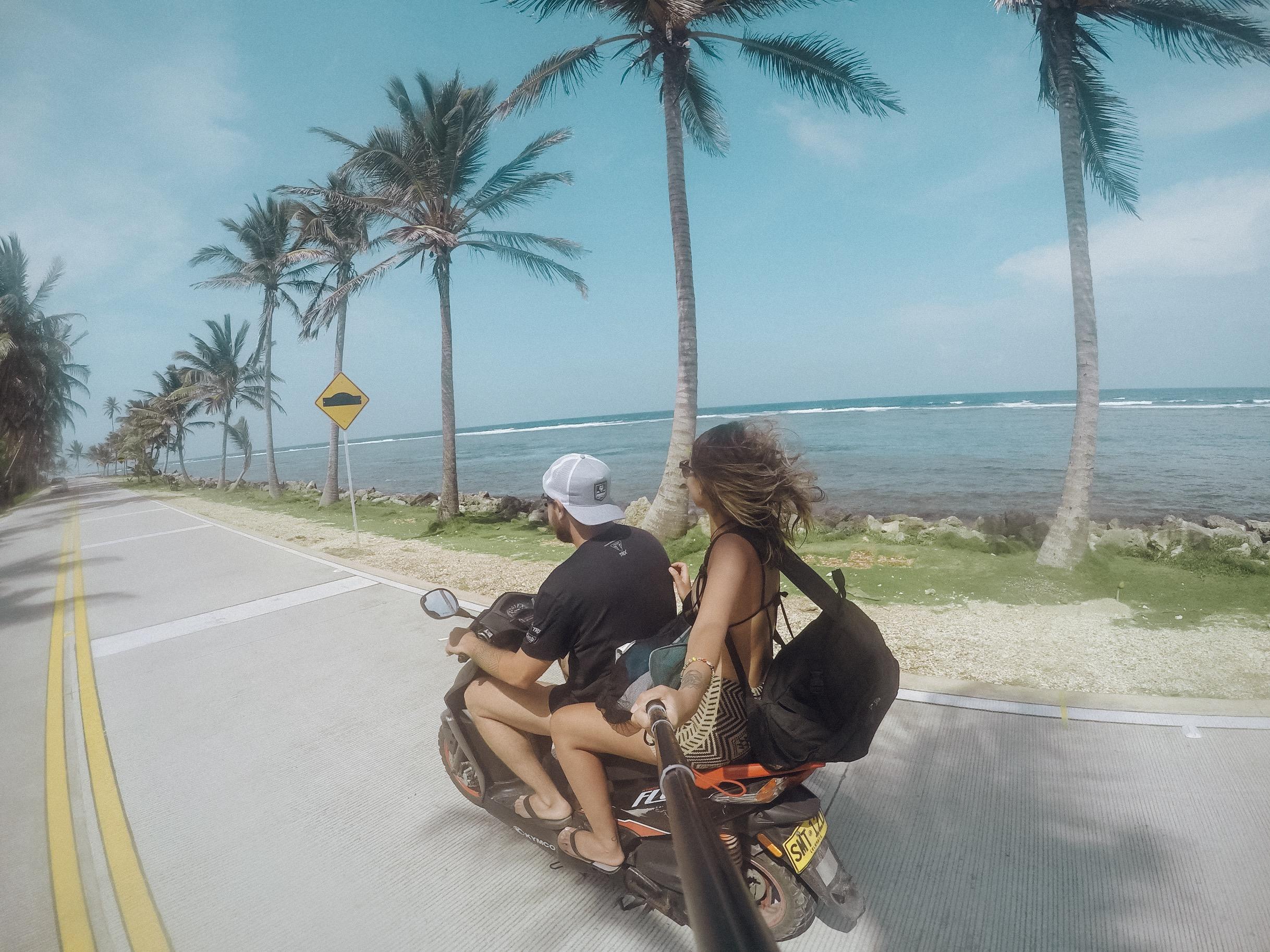Alugar uma moto em San Andrés otimiza ainda mais o roteiro pela ilha (Foto: Tati Sisti)