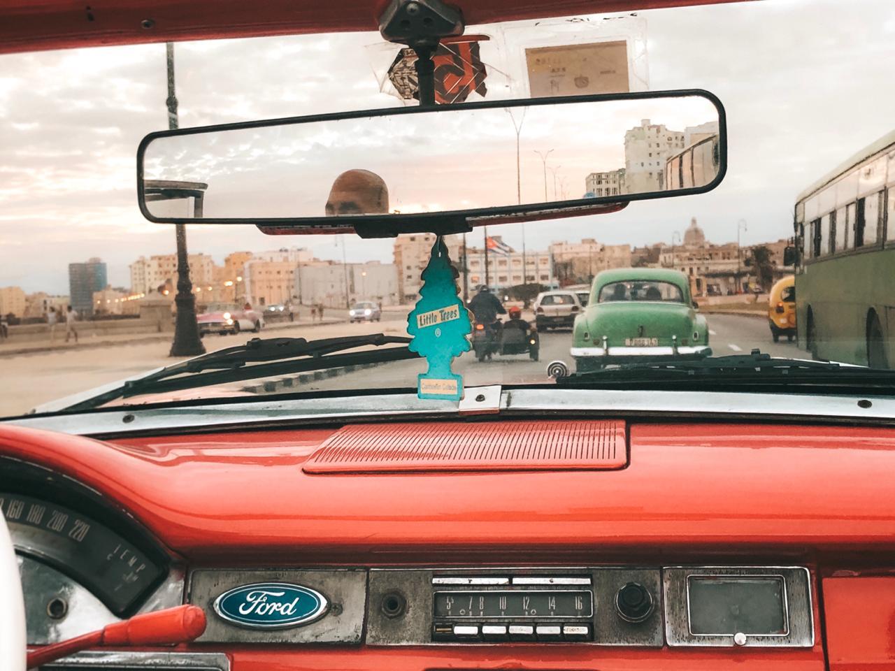 Passeio de carro em Havana, Cuba (Foto: Tati Sisti)