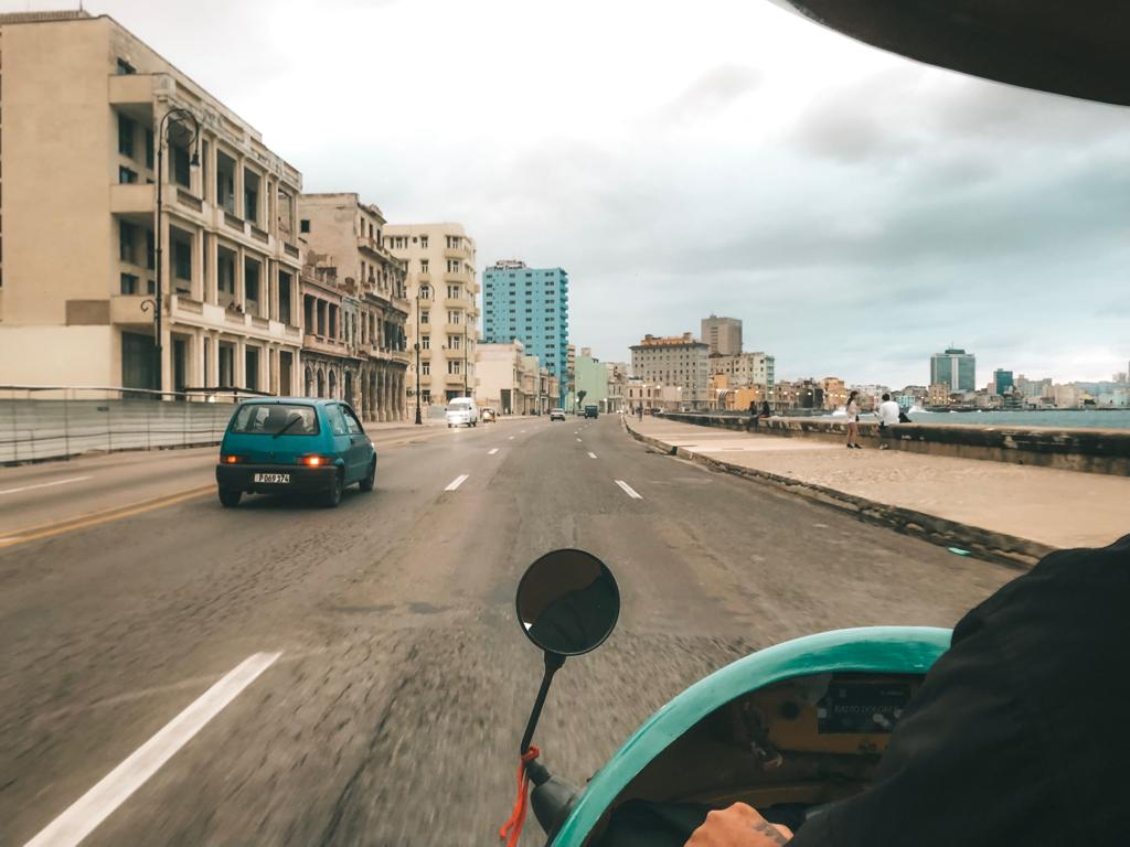 Cocotáxi em Havana, Cuba (foto: Tati Sisti)