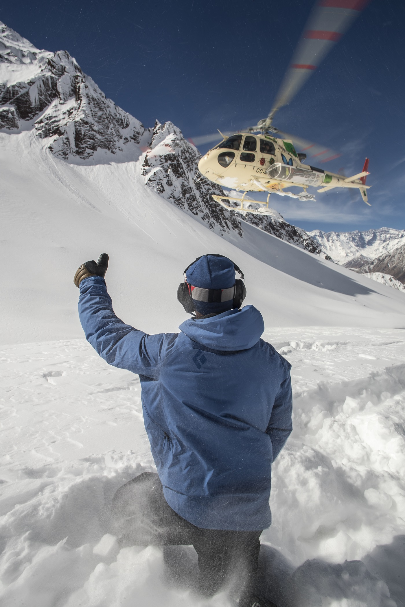 Heli ski é opção para esquiadores experientes em busca de adrenalina na montanha (Foto: Divulgação)