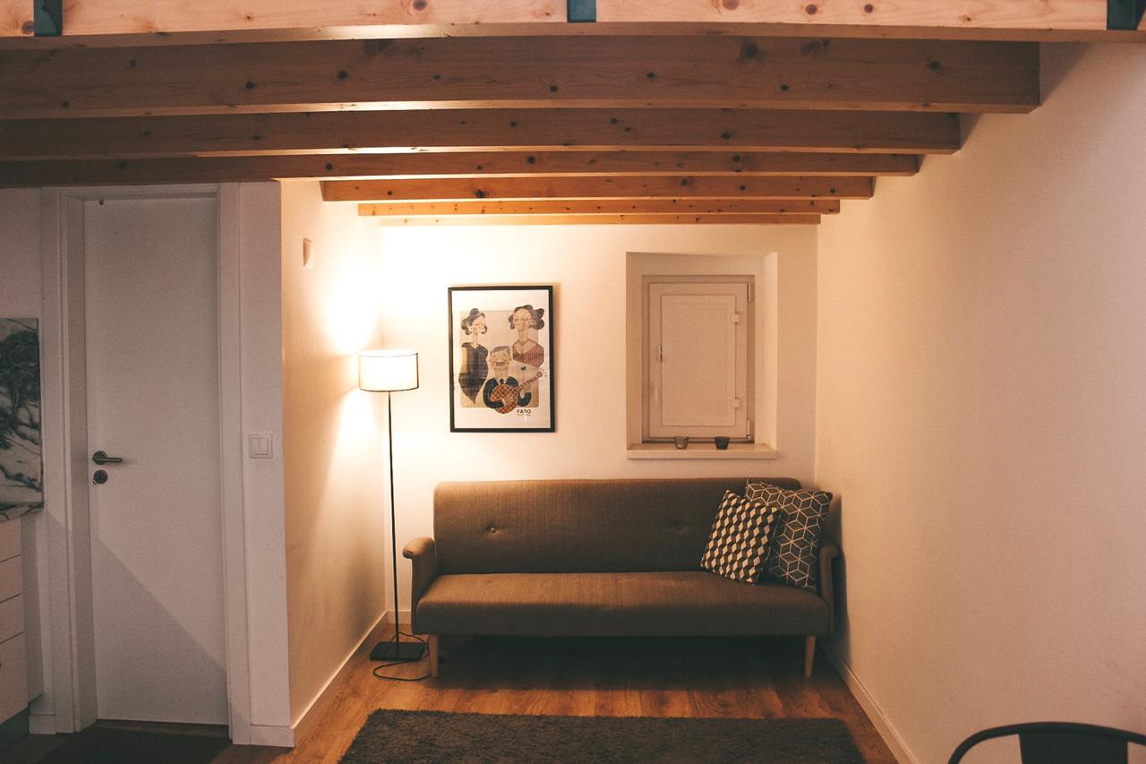Sala da nossa casa do Airbnb em Lisboa (Foto: Trip To Follow)