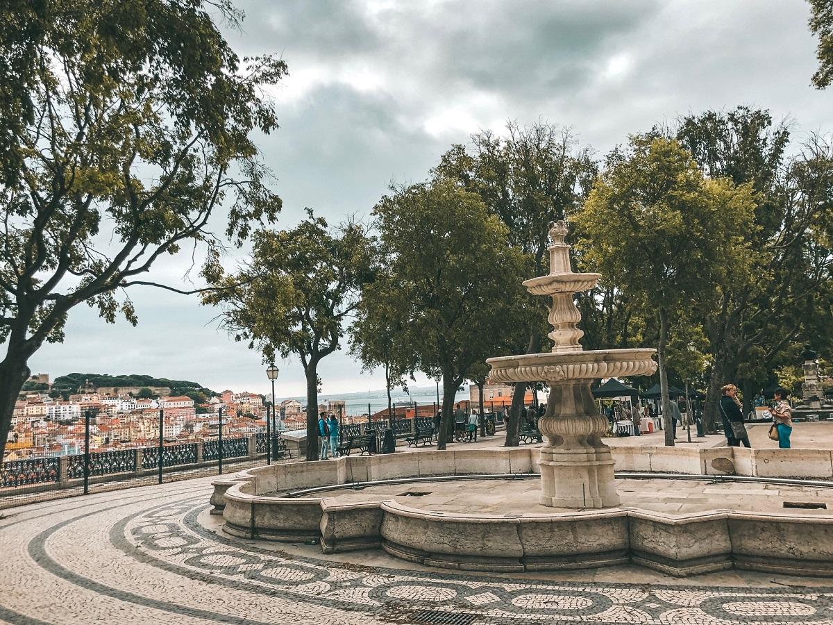 Miradouro São Pedro de Alcântara, em Lisboa (Foto: Trip To Follow)