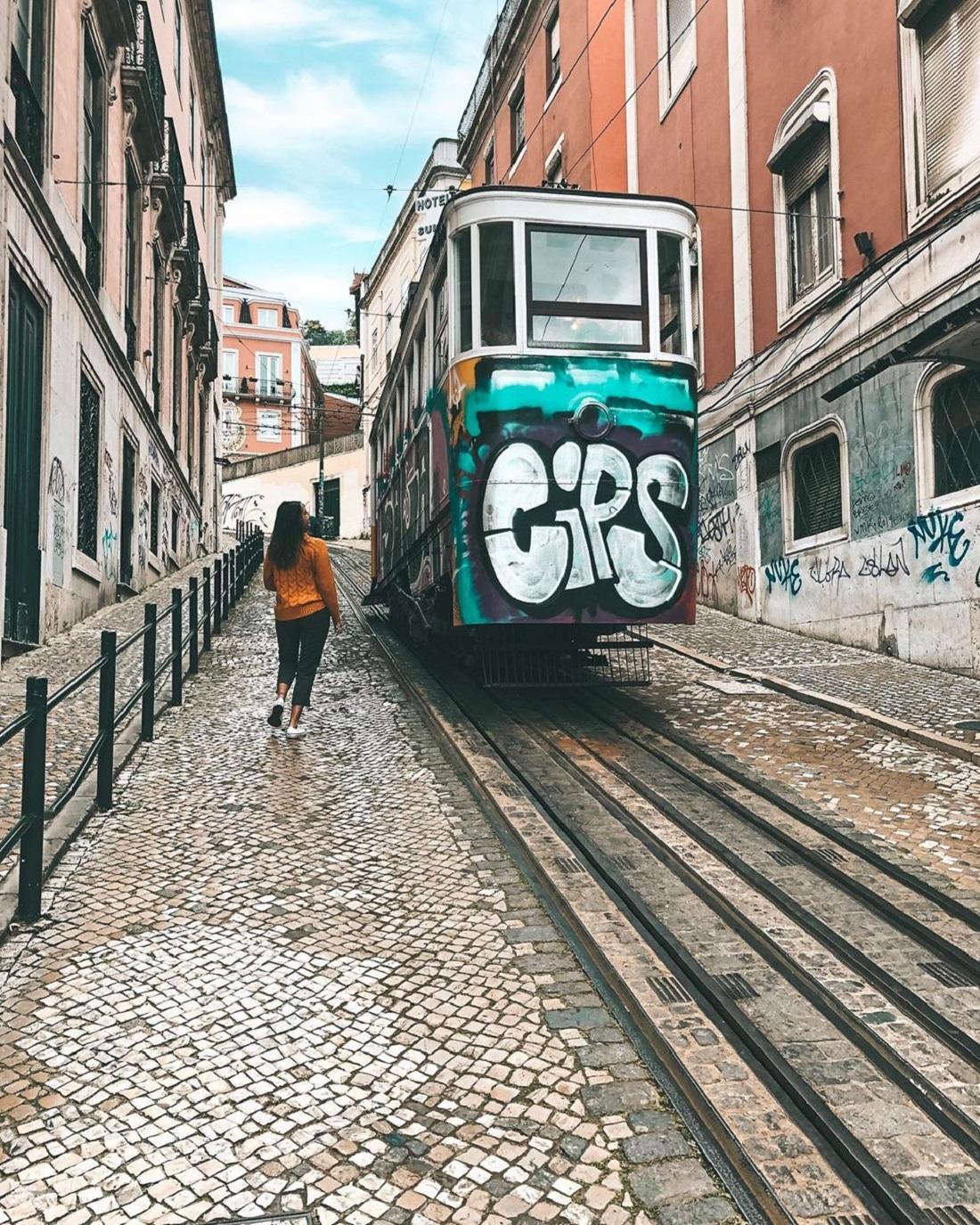 Ascensor da Glória, em Lisboa (Foto: Trip To Follow)