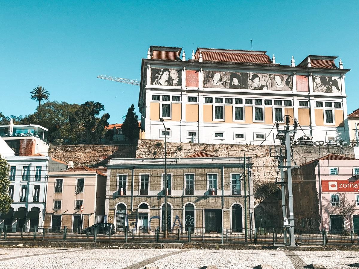 Ruas de Lisboa, em Portugal (Foto: Trip To Follow)