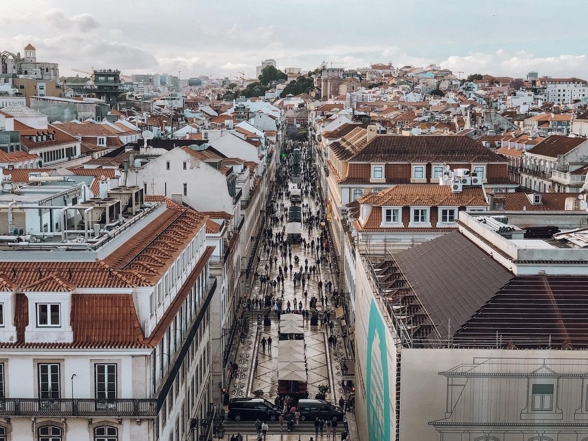 Rua Augusta vista do alto do Arco da Augusta, em Lisboa (Foto: Trip To Follow)