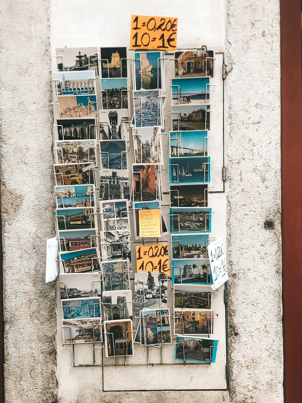 Loja de souvenir pelas ruas de Lisboa, em Portugal (Foto: Trip To Follow)