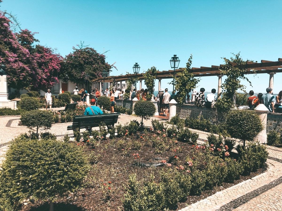 Jardim Júlio Castilho no Miradouro Santa Luzia (Foto: Trip To Follow)