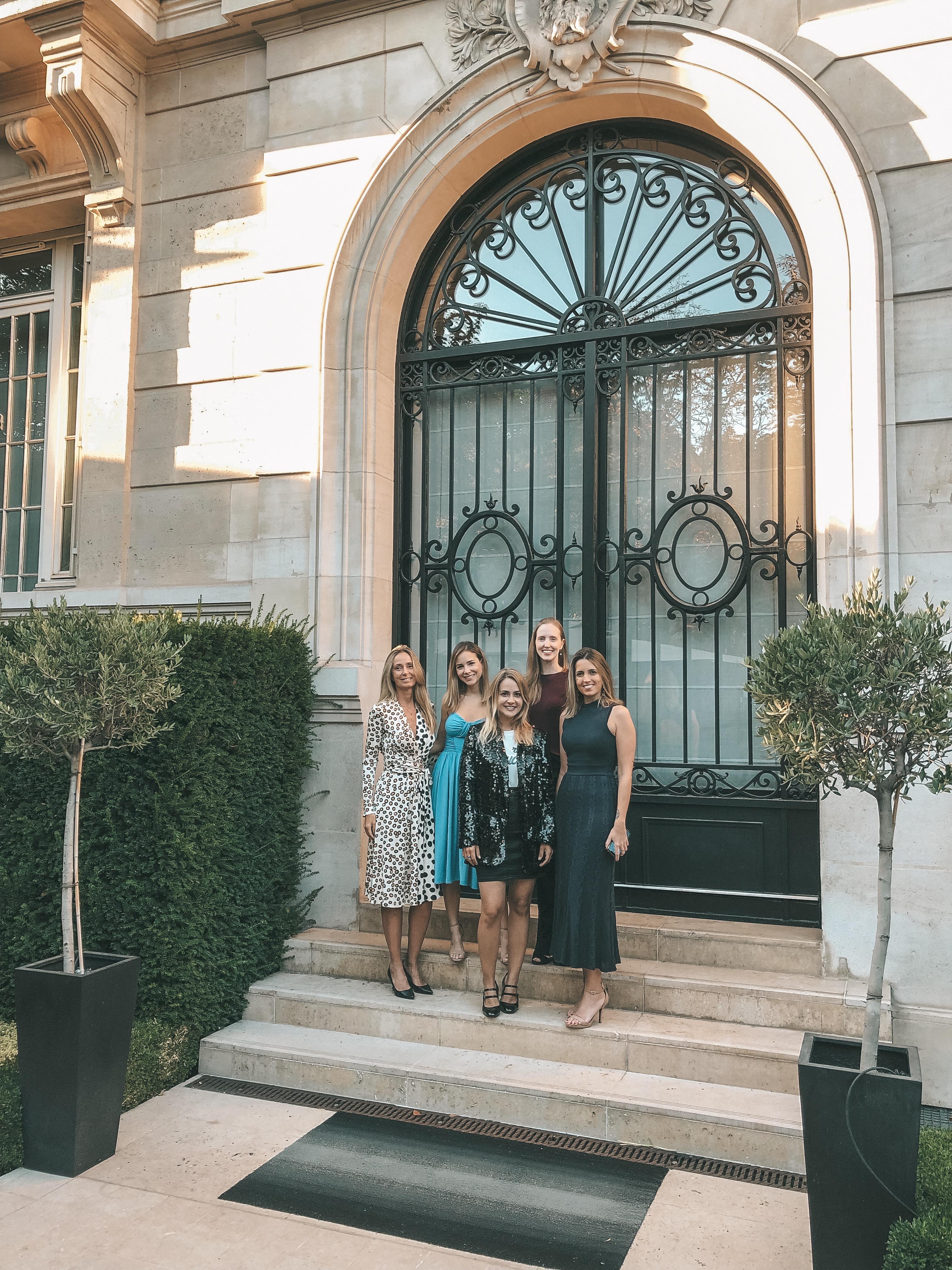 Nosso grupo da viagem na frente de um dos apartamentos (Foto: Trip To Follow)