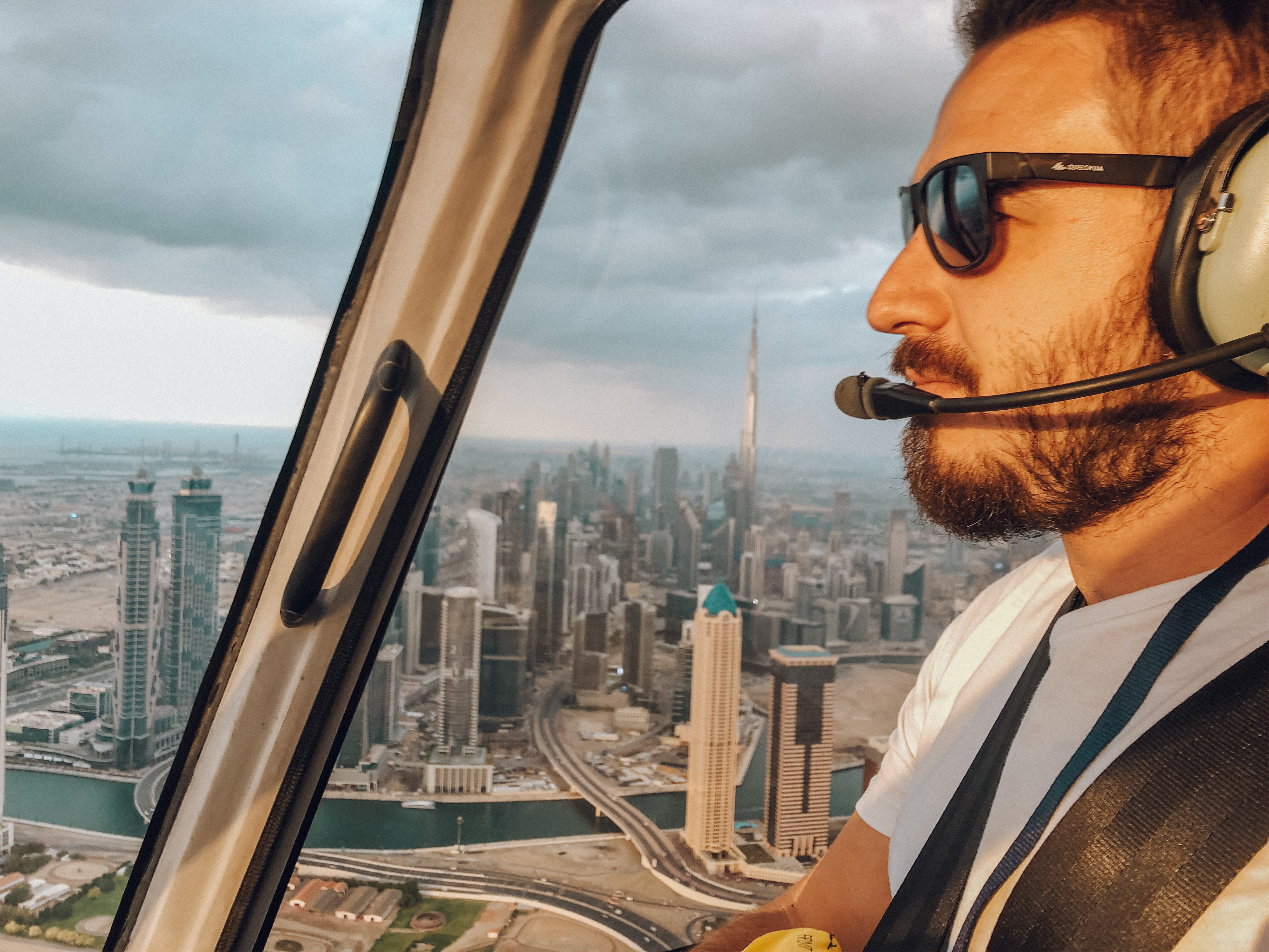 Voo de helicóptero por Dubai (Foto: Trip To Follow)