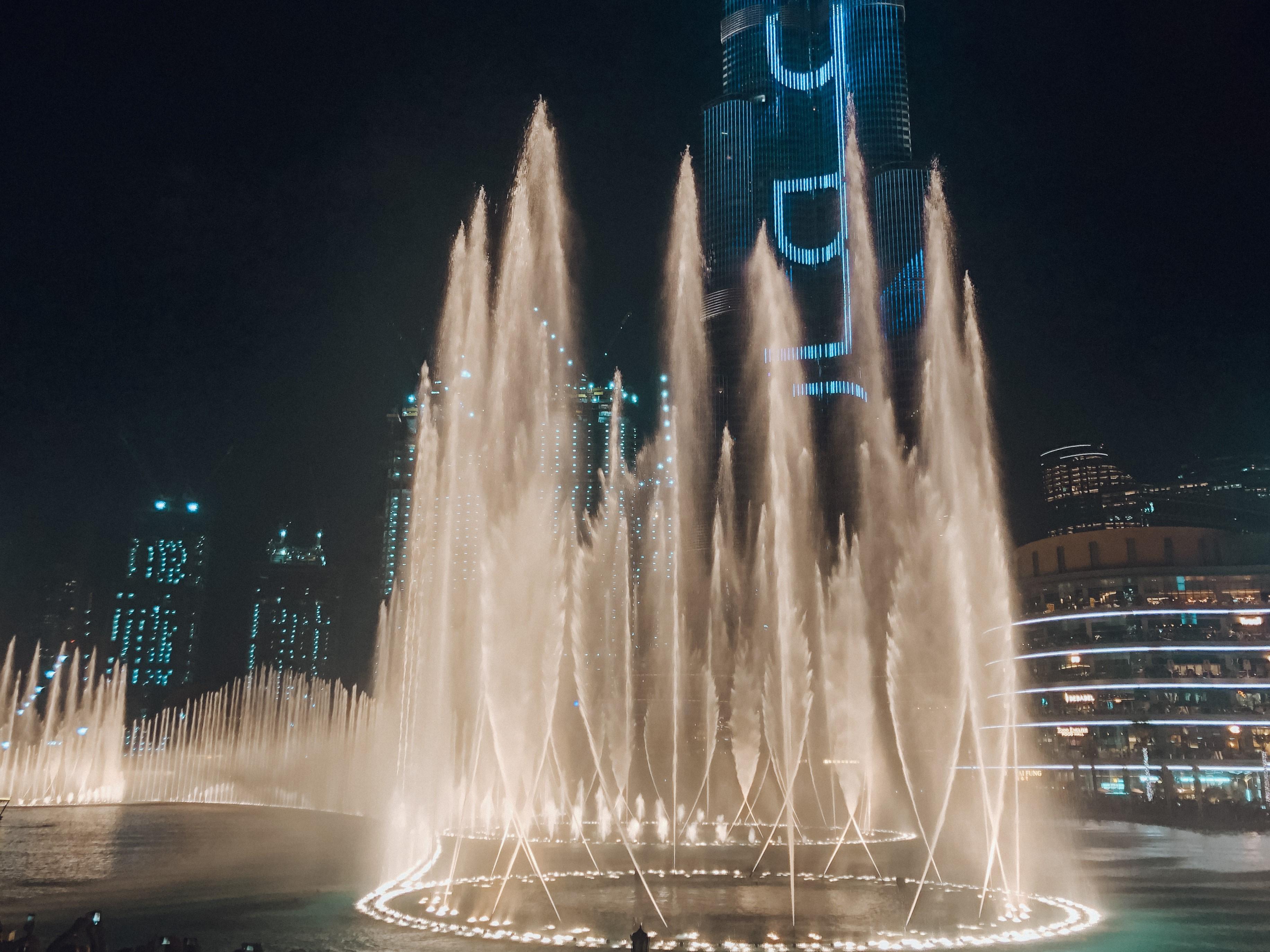 Show das águas, em frente ao Dubai Mall (Foto: Trip To Follow)