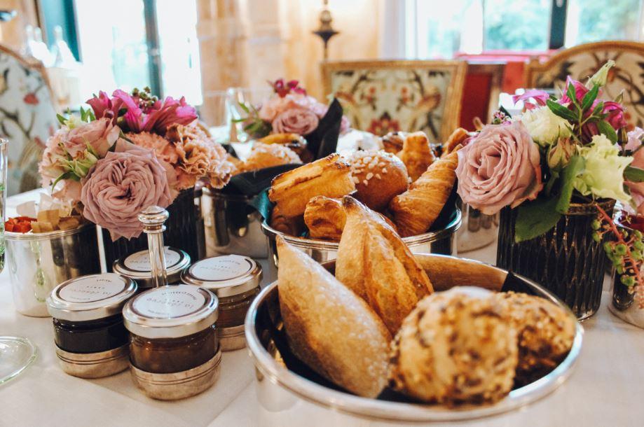 Café da manhã no La Réserve Paris (Foto: Trip To Follow)