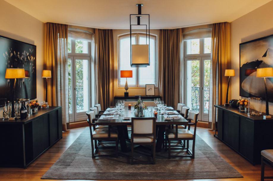Nossa jantar em um dos apartamentos no La Réserve Paris (Foto: Trip To Follow)