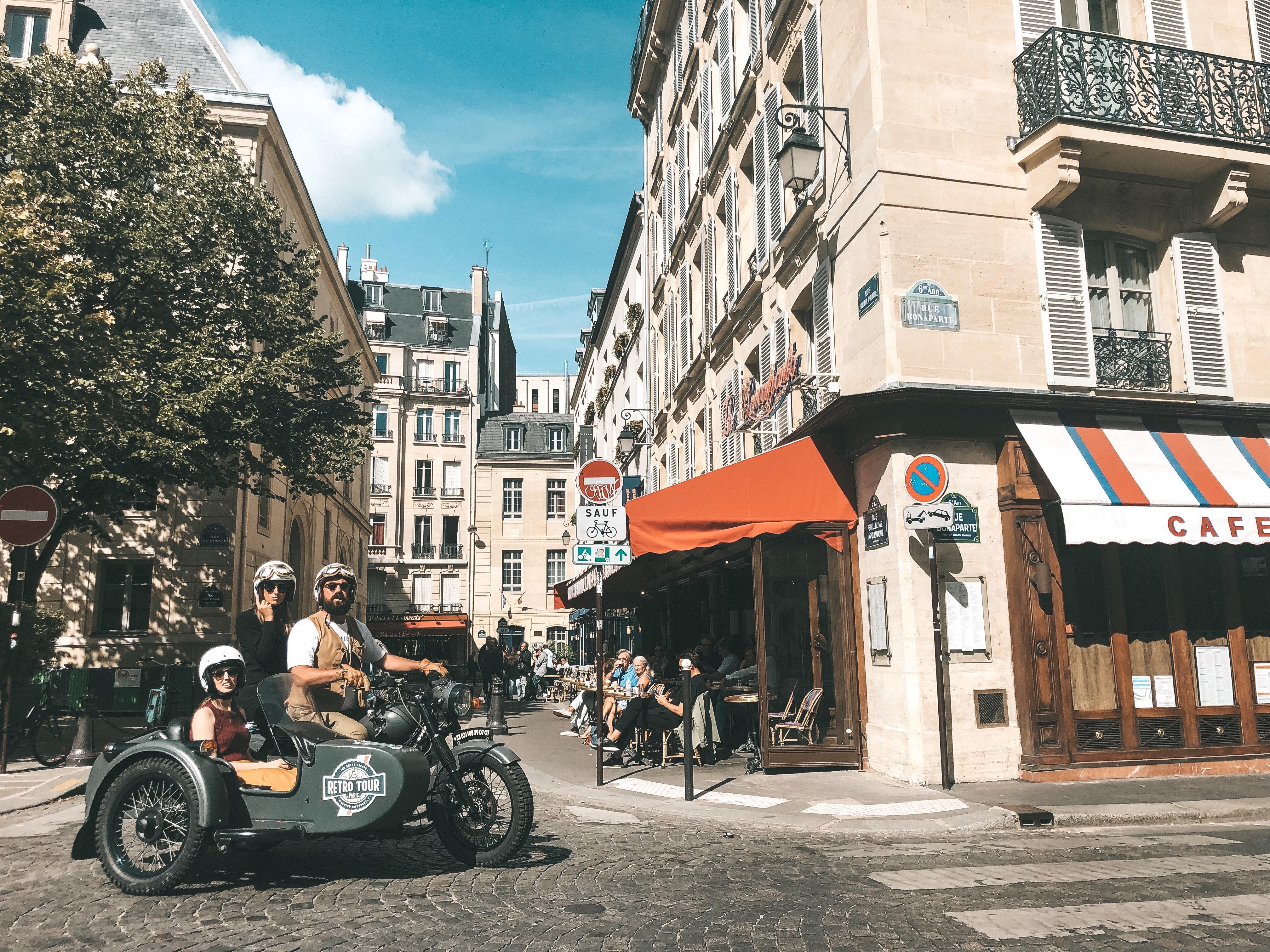 Passeio de sidecar pelas ruas de Paris (Foto: Trip To Follow)