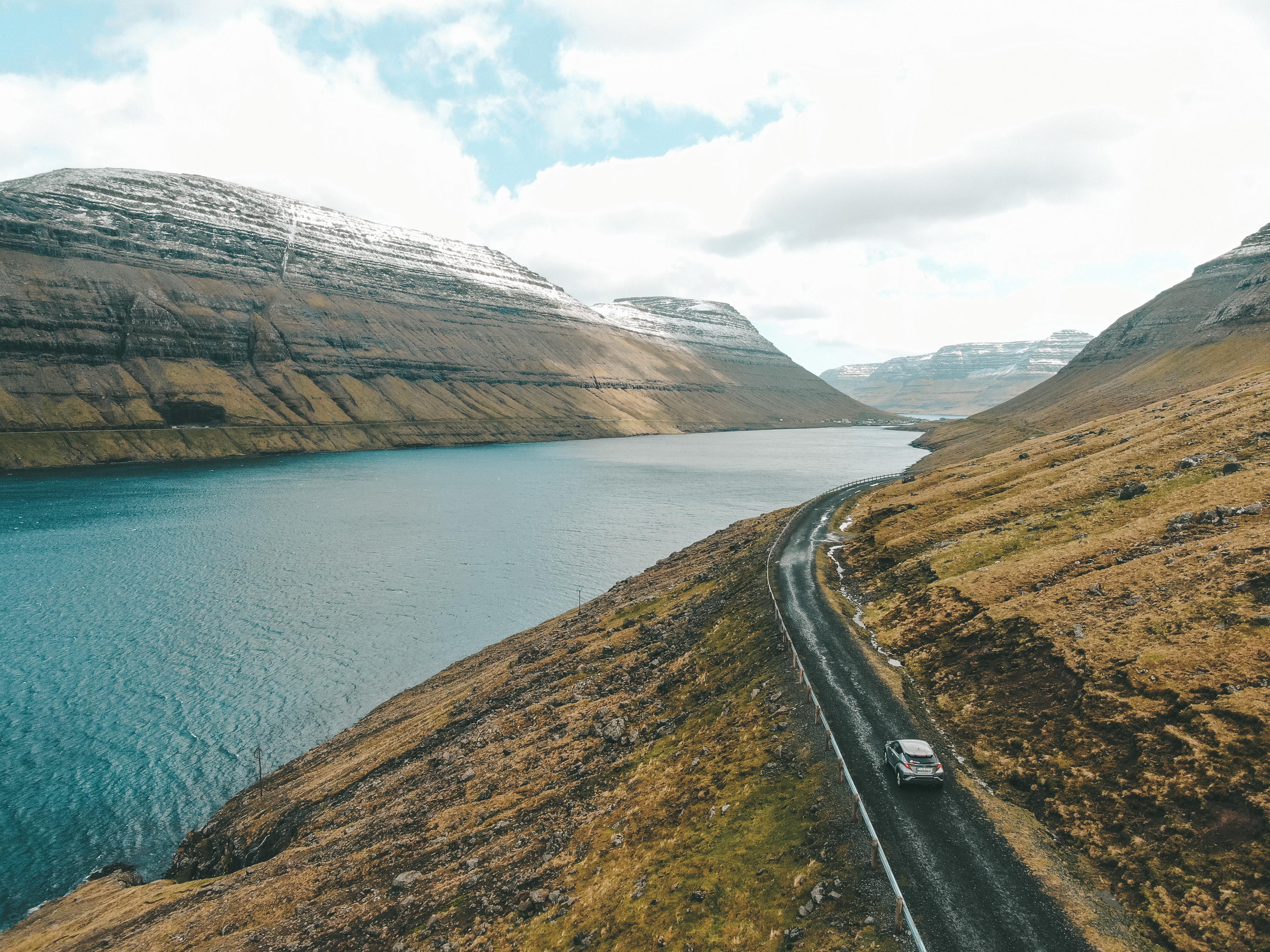 Nosso carro em Faroe Islands (Foto: Trip To Follow)