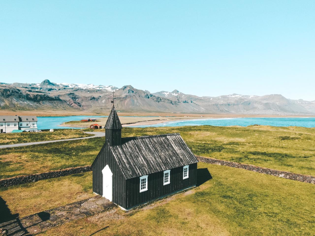 Famos igreja Búðakirkja, na Islândia (Foto: Trip To Follow)
