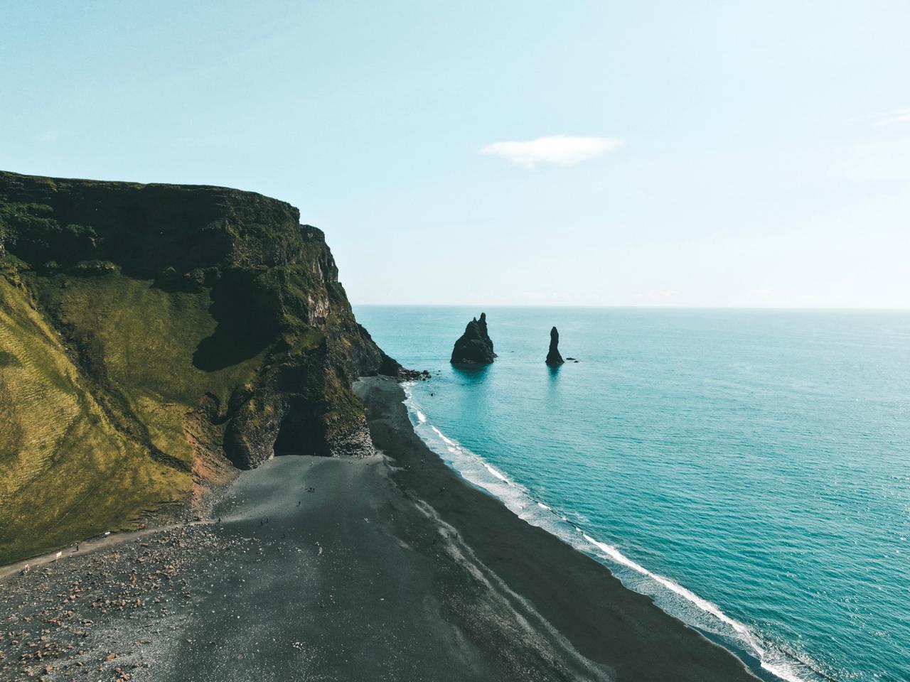Reynisfjara, na Islândia (Foto: Trip To Follow)