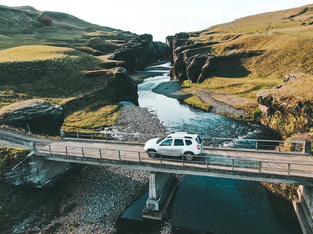 Desfiladeiro Fjaðrárgljúfur, na Islândia (Foto: Trip To Follow)