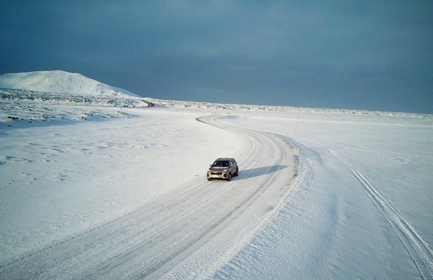Estrada na Islândia durante o inverno (Foto: Trip To Follow)
