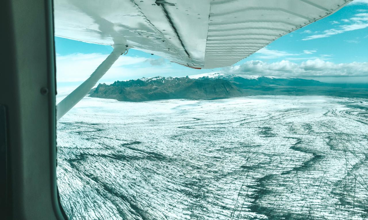 Sobrevoo pela geleira Vatnajökull, na Islândia (Foto: Trip To Follow)