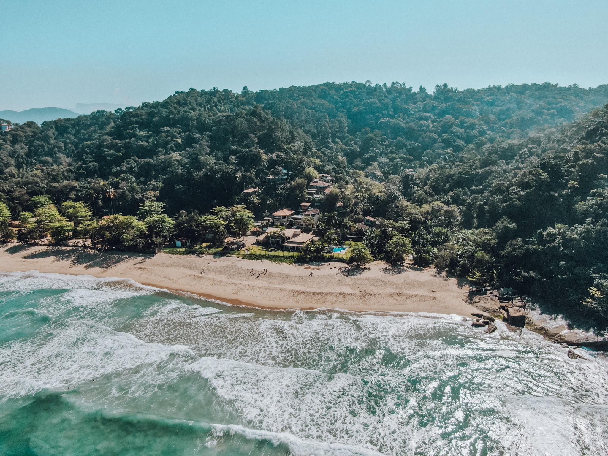 Vista da Praia Vermelha para o Chalé Manacá (Foto: Trip To Follow)