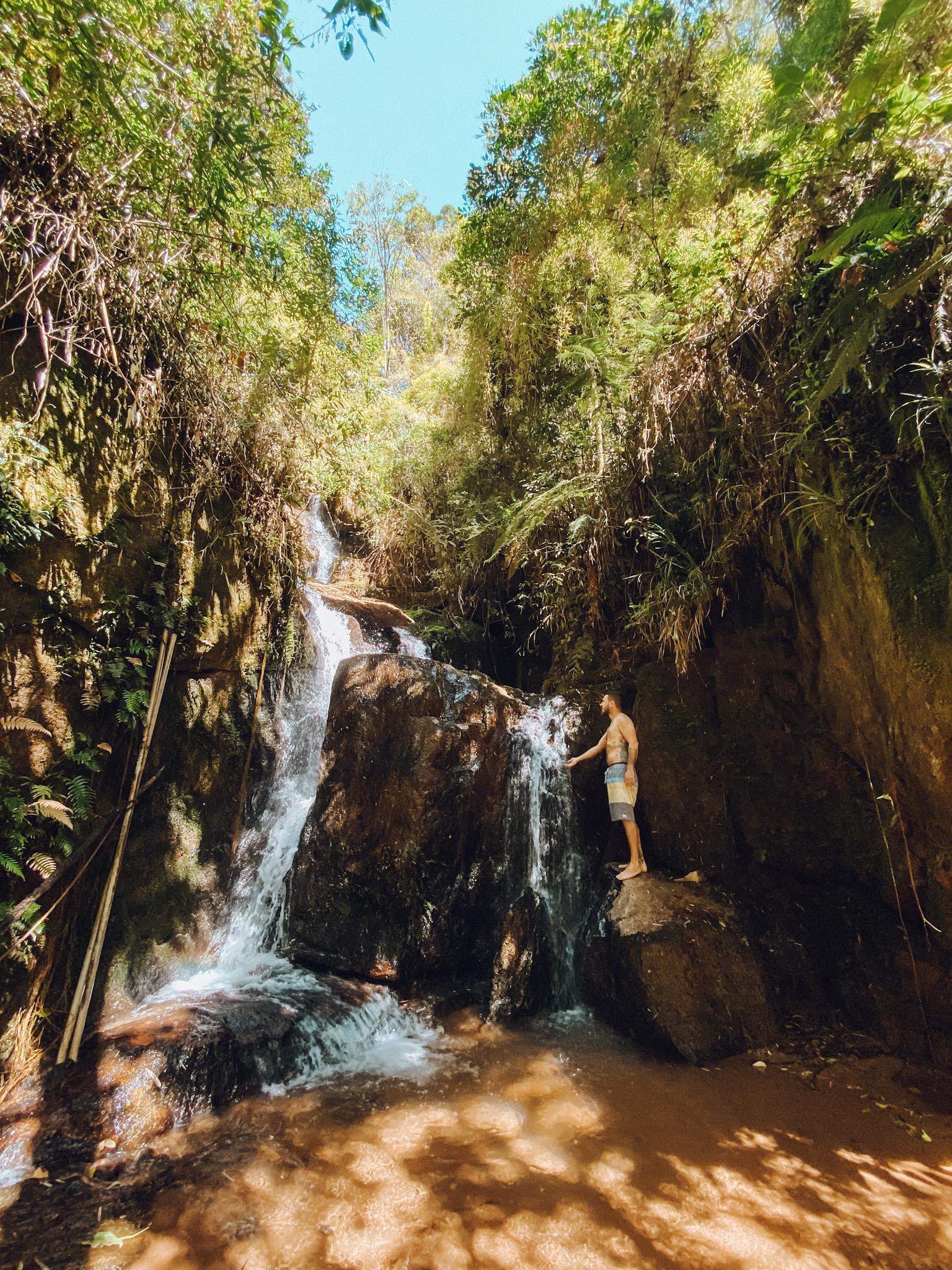 Cachoeira no condomínio da casa em Campos do Jordão (Foto: Trip To Follow)