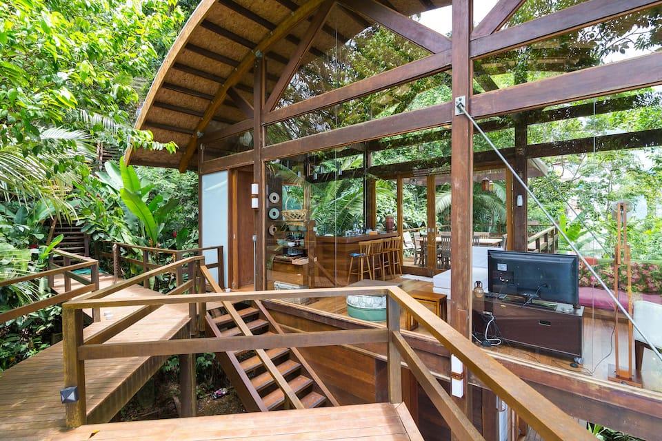 Casa com vista - Ubatuba, São Paulo (Foto: Reprodução Airbnb)