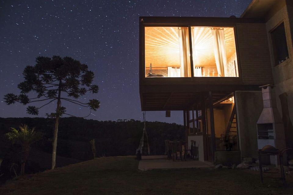 Bangalô de vidro - Gonçalves, Minas Gerais (Foto: Reprodução Airbnb)